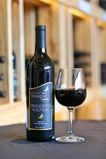 Picture of a bottle and a glass of Dragonfly Nouveau
